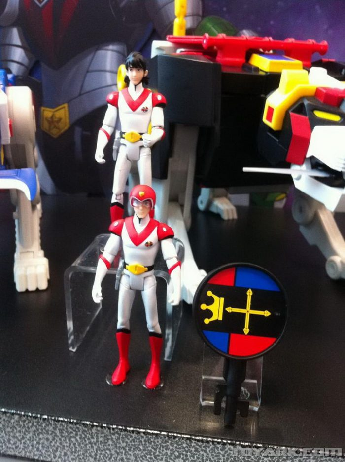 toy-fair-2012-voltron-0011_1329078964